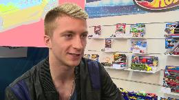 Marco Reus entwickelt live neues Hot Wheels Modell auf der N&uuml;rnberger Spielwarenmesse / Offiziell vorgestellt: Der neue MR11