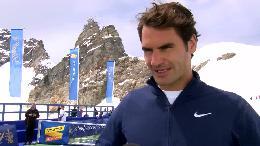 Roger Federer inaugure le LINDT SWISS CHOCOLATE HEAVEN au Jungfraujoch «Top of Europe» et joue un tennis show match avec skieur Lindsey Vonn