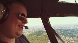 """""""Mehr Sommer für dich"""": yourfone.de beschert Security-Mitarbeiter unvergesslichen Sommertag mit Blick auf die Elbe und Helikopterflug über Hamburg (VIDEO)"""