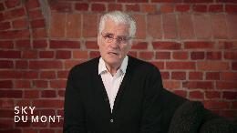 """Sky du Mont und PETA zeigen Wahrheit hinter """"Origin Assured""""-Label der Pelzindustrie auf / Mogelpackung für Konsumenten: Hinter jedem Pelz steckt Tierquälerei (VIDEO)"""
